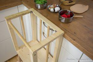 Learning Tower kippsicher in der Küche