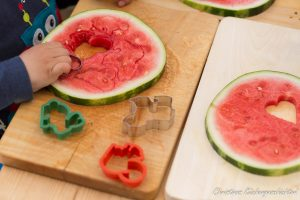 Melonenherzen ausstechen